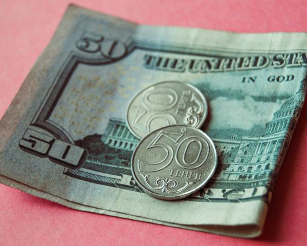 Доллар начал торги с отметки 387,09 тенге