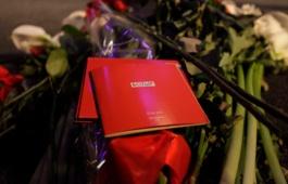 Батырхану Шукенову было 52 года. По предварительным данным, певец скончался 28 апреля 2015 года в результате инфаркта. Как стало известно газете «Московский комсомолец», певец находился в своей квартире в Москве один. Около 22:00 Батырхан Шукенов почувствовал невыносимые боли в сердце и сам вызвал скорую помощь. Врачи с первого взгляда поняли, что у Шукенова случился инфаркт. Выводы подтвердили результаты ЭКГ, которую сняли тут же.  На их глазах он потерял сознание. Реанимационная бригада более двух часов пыталась привести пациента в чувство, но безуспешно. Время от времени певец приходил в себя. В итоге сердце Шукенова остановилось. Причина смерти, по предварительным данным, обширный инфаркт. Батырхан Шукенов родился 18 мая 1962 года в Кызылорде. Музыкальную карьеру начал с работы саксофонистом у певицы Розы Рымбаевой. В 1988-м совместно с друзьями создал группу «А'Студио», стал ее солистом и фронтменом. Ансамбль прославился хитами «Джулия», «Солдат любви», «Эти теплые летние дни», «Нелюбимая» и другими.