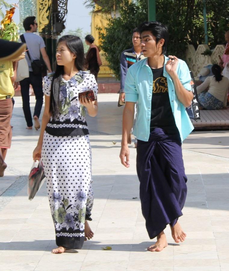 Мьянмийцы в лоунджи