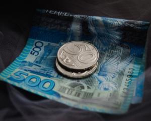 Нацвалюта укрепилась до 387 тенге за доллар