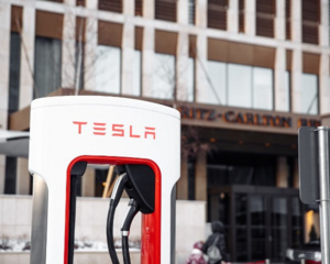 В Нур-Султане появились сверхбыстрые зарядные станции Tesla